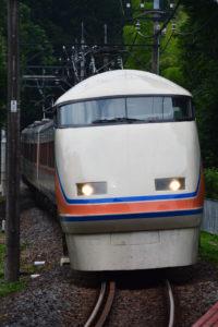 鬼怒川温泉駅方から入線する上り列車