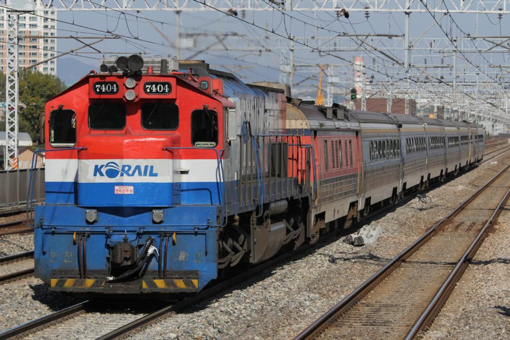 京釜線を走るセマウル号