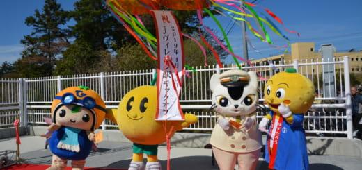 左から「ひろぼー(広野町)、キビタン(福島ご当地キャラクター)、ムコナ(JR東・E657系)、ゆずたろう(楢葉町)」の並びです