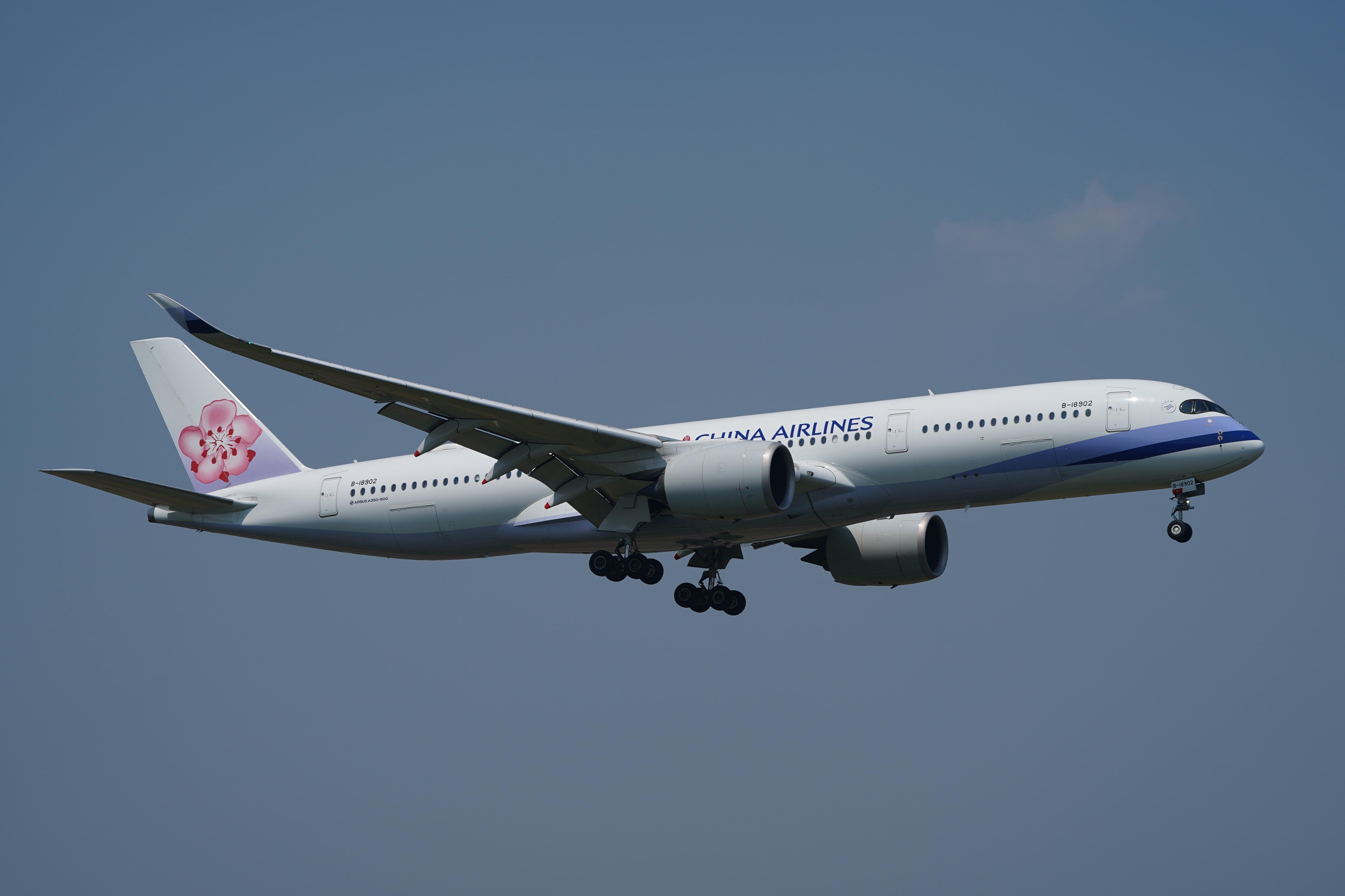チャイナエアライン A350-900 B-18902