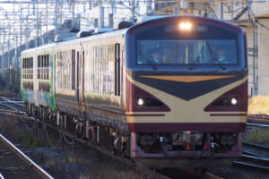 びゅうコースター風っこと連結した4両編成で、小牛田運輸区から送り込み回送で仙台駅へ向かうリゾートみのり